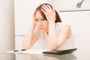 頭痛で困っている女性